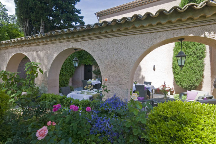 Breakfast jardin roses cote_azur